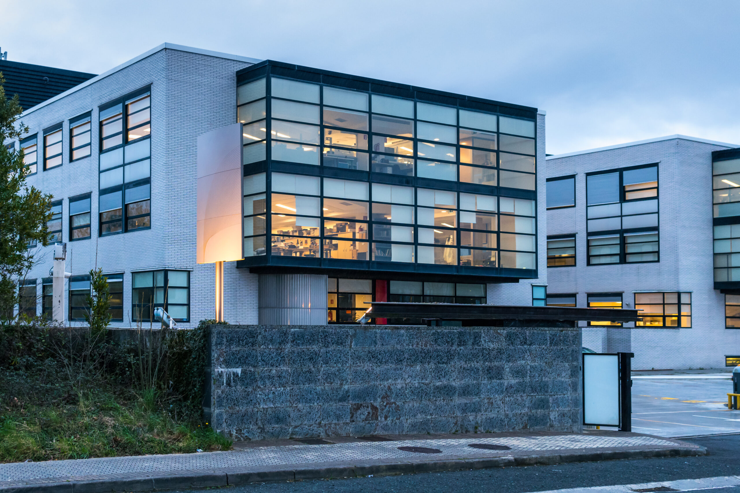 Low-rise,Office,Building,Exterior,At,Night